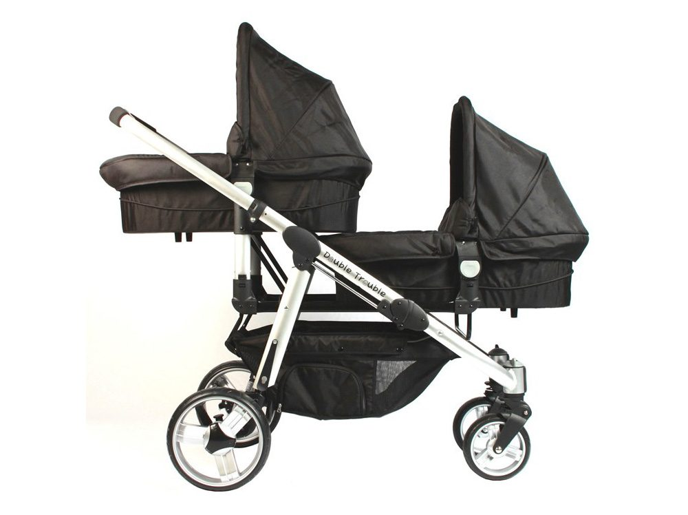 Twin pram with two carry cots